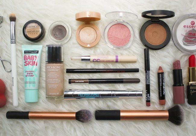 Los cosméticos imprescindibles del maquillaje facial que necesitas tener en tu bolsa de tocador